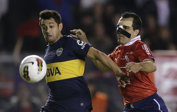 Mala pata. Acosta estará afuera tres semanas al lesionarse en el choque ante Independiente.