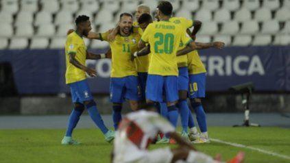 Brasil goleó 4-0 al Perú del Flaco Gareca en Río de Janeiro.
