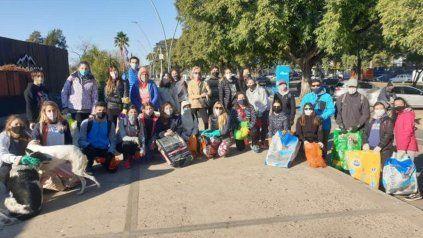 Retiran unos 600 kilos de basura del río: teléfonos, juguetes, tetrabriks y más