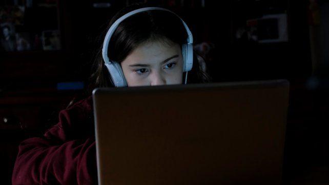 La virtualidad no está prohibida, pero en la práctica la mayoría de la comunidad educativa queda afuera