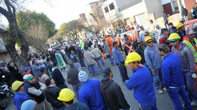 Obreros reclaman más seguridad en el lugar donde días antes había sido asesinado Sandro Procopio.
