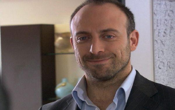 El actor turco podría llegar a Buenos Aires y participar de la mesa de Mirtha Legrand.