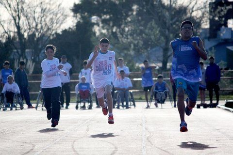 en carrera. Más de 150 mil chicos participarán del evento deportivo.