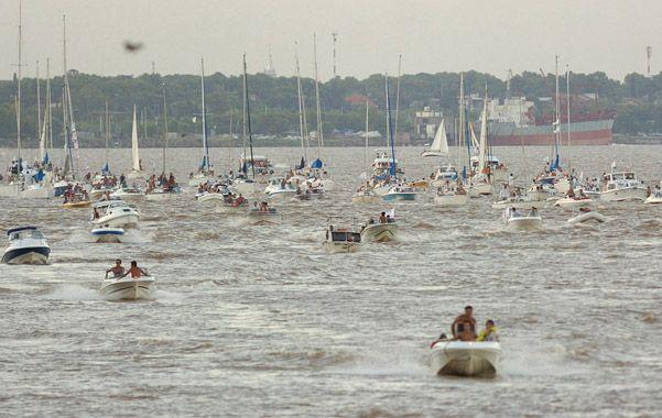 Un río congestionado. El alza de las embarcaciones pone en alerta a las autoridades de Prefectura.