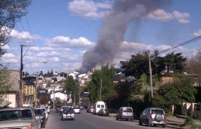 Un gran incendio forestal afecta a Bariloche
