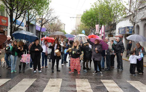 Vecinos de barrio Echesortu protestaron por la inseguridad.