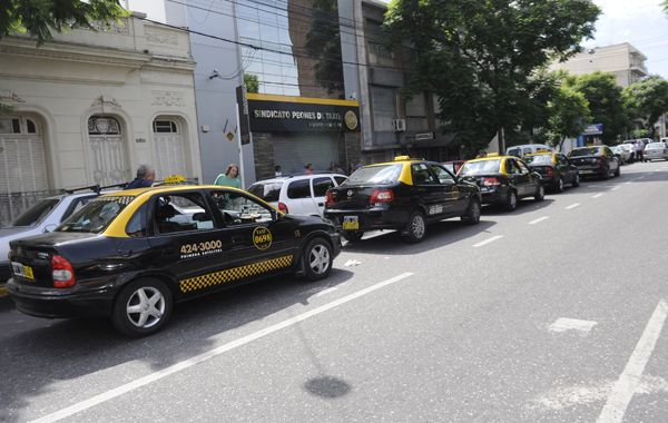 Los taxistas concentraron frente al Sindicato de peones de Atxis