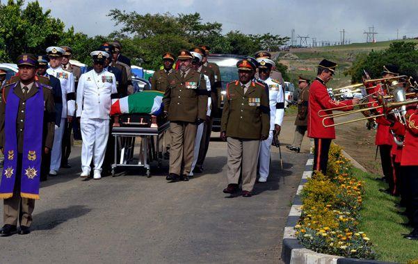 Ultimo adiós. Los restos de Madiba llegan a la aldea de Qunu