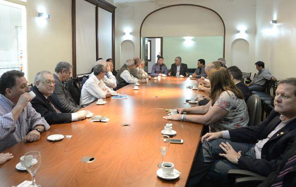 Empresarios del área central de la ciudad se reunieron ayer con la nueva cúpula de la Unidad Regional II de la policía. (Silvina Salinas / La Capital)