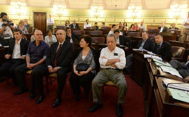 Sesión especial. Dunda (centro) leyó un discurso y fue muy aplaudido.
