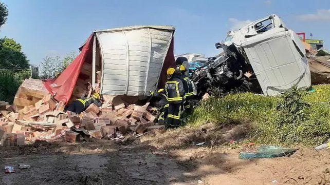 Tres muertos en un choque frontal entre camiones en la ruta 205