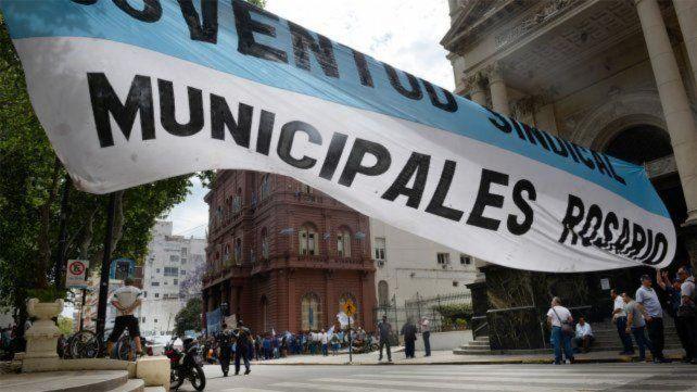 Los trabajadores municipales paran este jueves por 24 horas en reclamo de la reapertura de paritarias.