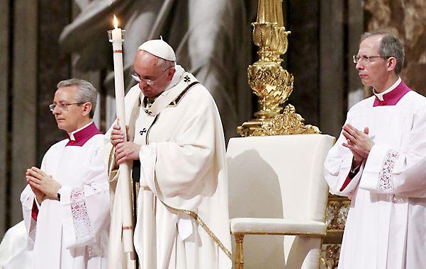 Vísperas. El Papa presidió el oficio en al basílica de San Pedro.