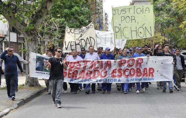reclamos. Trabajadores municipales y familiares de Pichón piden justicia. (Virginia Benedetto / La Capital)