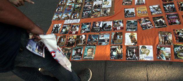 Los vendedores de películas pirateadas
