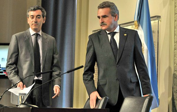 El ministro del Interior Florencio Randazzo junto al santafesino Agustín Rossi