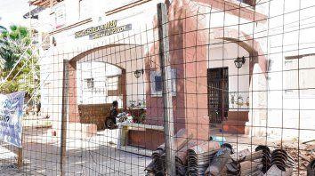 En obras. En el Hogar Escuela los albañiles están trabajando en la restauración de techos y otras instalaciones.