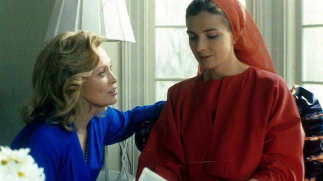 Faye Dunaway y Natasha Richardson como la manipuladora Serena Joy y Kate.
