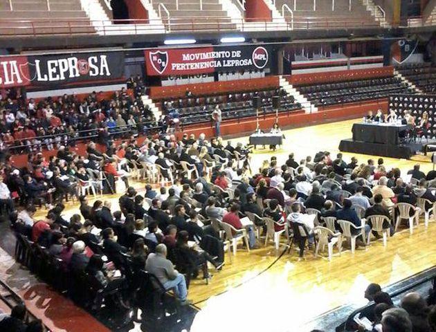 La asamblea se realizó en el estadio cubierto ante 300 asociados.