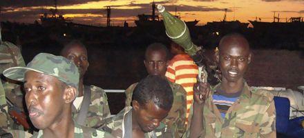 Francia entrega piratas a Somalía y frustra más ataques