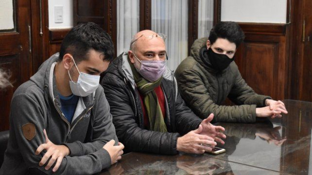Federico Mierez junto a los entrenadores Gustavo Di Lorenzo y Gianni De Rico.