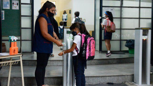 En una semana hubo 309 docentes y 218 alumnos de la provincia contagiados de Covid.