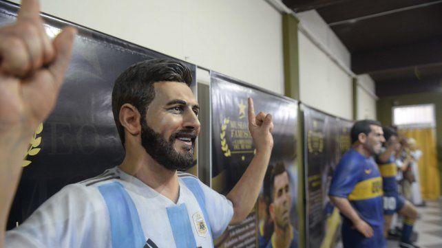 Lionel Messi también forma parte de la galería artística que se exhibe en el club Fortín Victoria.