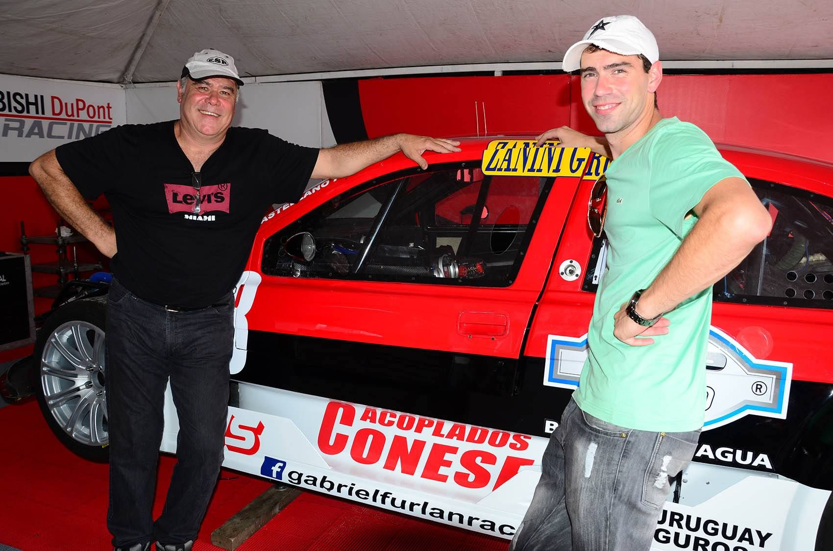 Los Castellano. Alan junto a su papá Fernando y el Lancer.