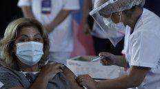 A LA MINISTRA. La titular provincial de Salud, Sonia Martorano, recibió ayer la primera dosis de Sputnik V.