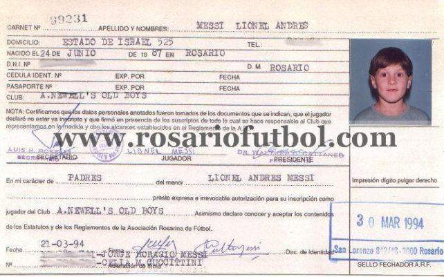 El 10 de la Selección: Lionel Messi estampó su firma en los libros de la Rosarina el 30 de 1994 para Newell