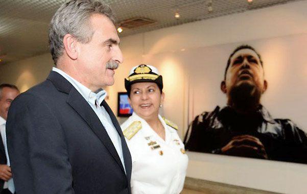 Frente a Chávez. Rossi participó de la graduación de la Policía Bolivariana.