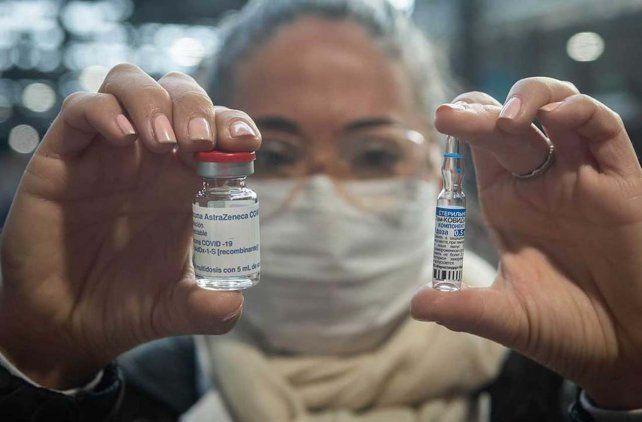 Este lunes llegarán 600 mil dosis de dos vacunas: el segundo componente de Sputnik V y AztraZeneca.