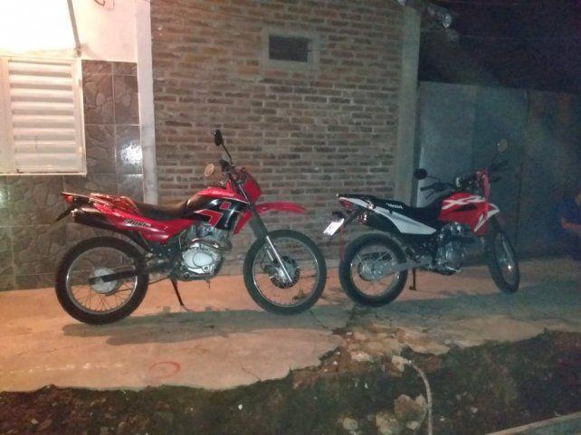Las motos secuestradas en la casa de la mujer detenida bajo sospecha de ser la instigadora del ataque sicario.
