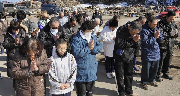 Expertos japoneses luchan para evitar una crisis nuclear en la planta afectada por el terremoto