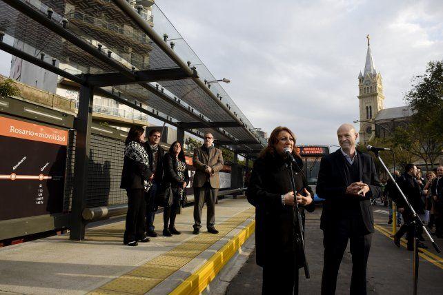 Fein y Dietrich durante la inauguración de la primera etapa del Metrobus.