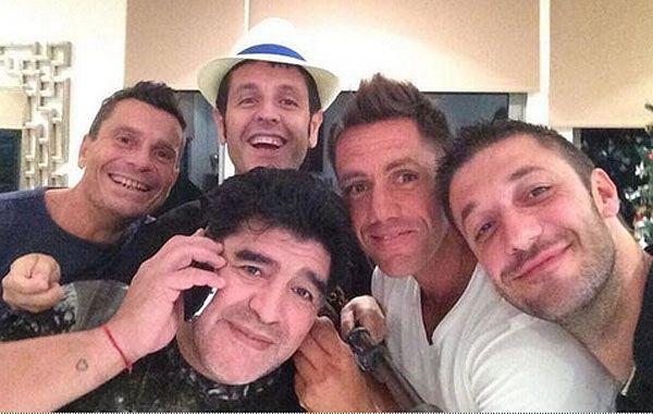 Diego junto a sus amigos en Dubai