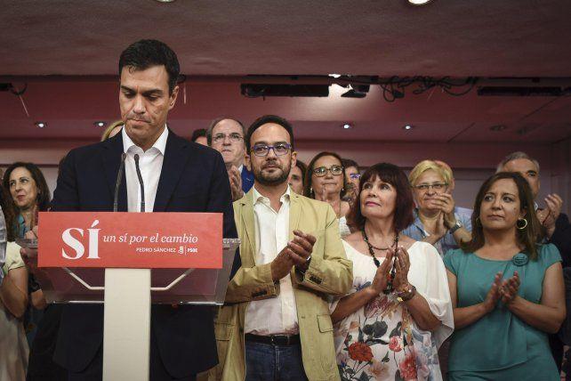 ¿Qué hacer? Pedro Sánchez y la directiva socialista la noche de las últimas elecciones