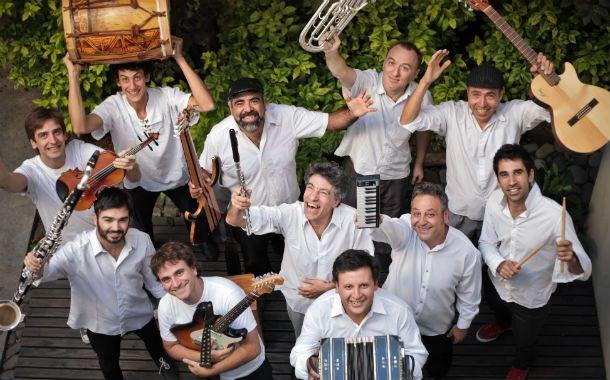 Once músicos. La Orquesta Popular de Cámara vuela alto con su mixtura.