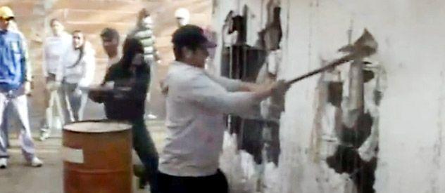 Los vecinos atacaron la vivienda de Tarragona 1150 bis donde se vendían estupefacientes y que ya había sido allanada por la policía hace poco más de un año.