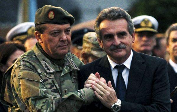 Milani junto al ministro de Defensa