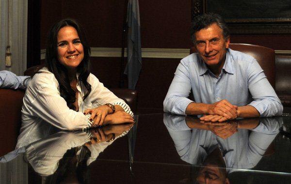 Con el presidente. Anita compite por una banca en el Concejo.