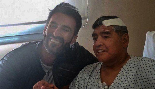 El neurocirujano Leopoldo Luque y Diego Maradona