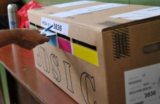 El gobernador Omar Perotti firmó el decreto con la convocatoria a elecciones en Santa Fe de manera simultánea con el cronograma nacional y paridad de género.