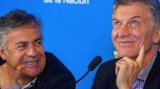 Cornejo y Macri: sonrisas y algo más.