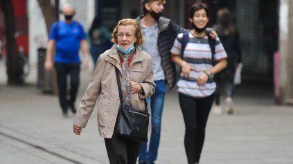 Un estudio de opinión pública muestra que la pandemia está muy abajo en el ranking de preocupaciones de los rosarinos.