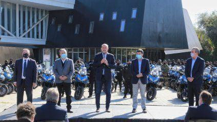 Perotti y Lagna entregaron 80 nuevas motos para la policía