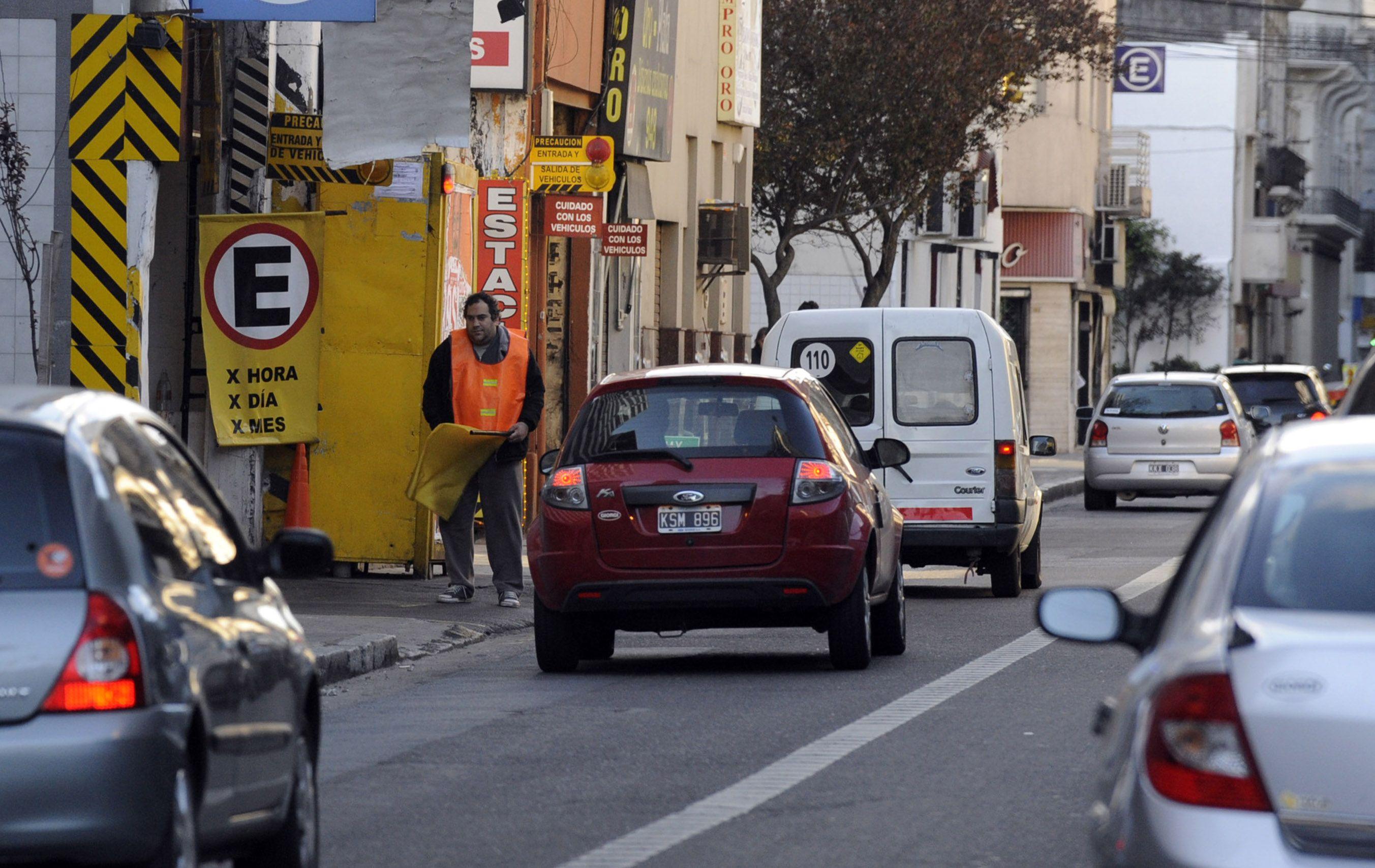 Las cámaras detectan que los autos no cumplen con el carril exclusivo y no respetan el giro a la derecha. (Foto: