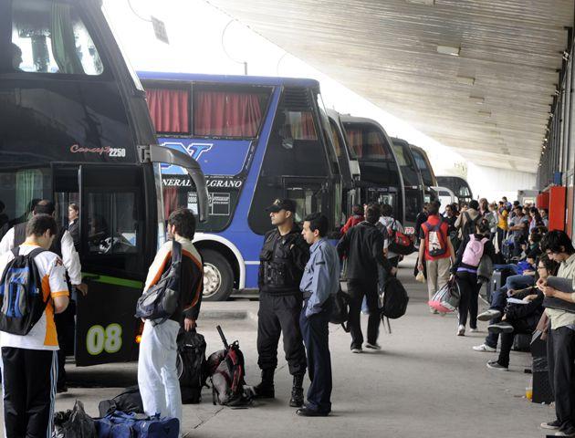 Las empresas de transporte de larga distancia están preocupadas por los subisidios que tendrá el futuro tren. (Foto de archivo)