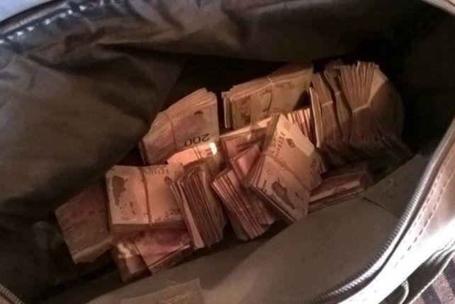 Engañaron a una anciana y le robaron 60 mil dólares y un millón de pesos