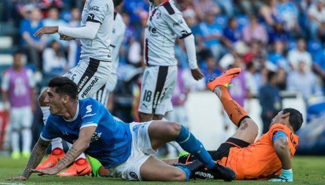 El arquero sufrió una luxación del codo izquierdo tras un choque con Peñalba.
